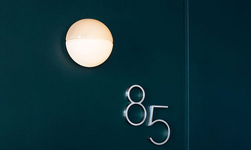 Luminaria de pared Notch para RBW. Diseño por David Rockwell