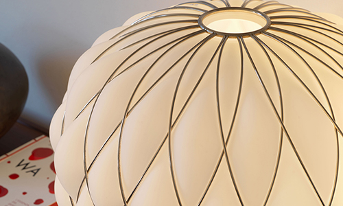 PINECONE, Table lamp blanco leche acidado