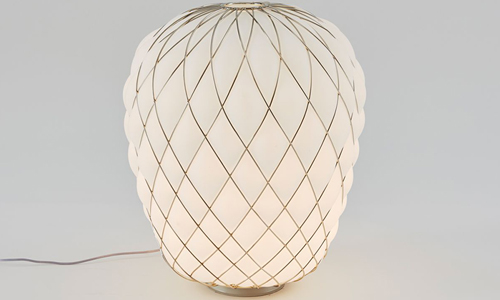 10.	PINECONE, Table lamp blanco leche acidado